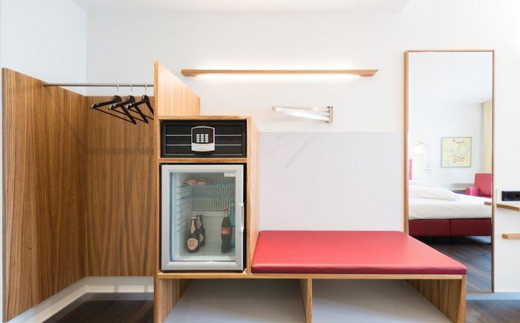 4 Business-Zimmer-Garderobe